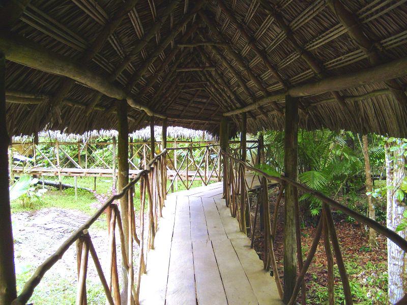 Korridore, die den ganzen Komplex miteinander verbanden